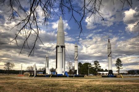 """9月21日下午,一个7个月大的婴儿被留在一辆车内死亡,这辆车则停泊在NASA位于阿拉巴马州的""""马歇尔太空飞行中心""""门外。图为飞行中心一景。(维基百科公有领域)"""