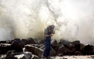 9月4日,赫米納在新澤西大西洋城的海岸邊掀起巨浪,如果游泳、衝浪的時候碰到,後果不堪設想。 (Jessica Kourkounis/Getty Images)