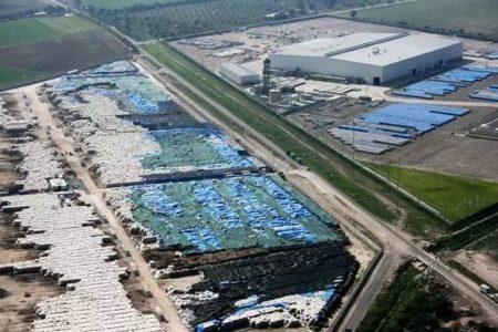 航拍:囤積在墨西哥沙漠地帶的巨量中國鋁材。(縱覽中國配圖)