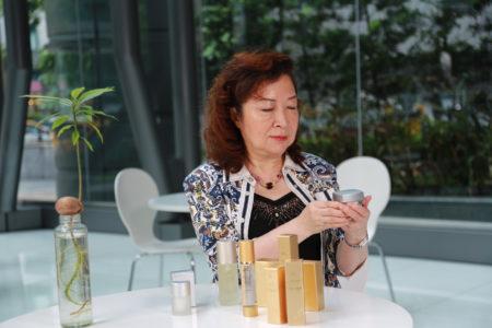婕緹施(JT Plus+)新週日系列,已被推廣到日本美容保養界。圖為總經理李雪吟及產品新週日系列。(莊孟翰/大紀元)