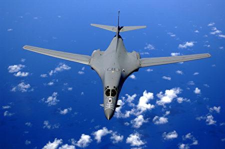 美国两架B-1B超音速轰炸机于9月21日在接近军事分界线(MDL)附近飞行。这是美国战略轰炸机首次出击至军事分界线附近30公里处。(维基百科公有领域)