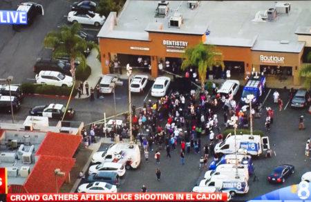 9月27日下午,加州圣地亚哥东郡艾尔克杭市警察在执行公务时,向一黑人开枪,引发社区反弹。图为在案发地点聚集的民众。(当地8频道CBS电视截图)