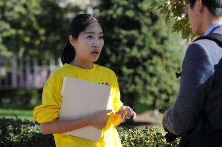 SOS汽车之旅的活动发言人杨珍妮说,希望通过活动让更多的加拿大民众知道中国正在发生的可怕行径,并呼吁制止罪行。(童宇/大纪元)