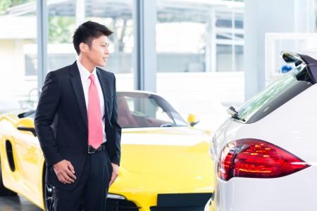 家族经营的二手豪华车车行,Luxury Haus月销车辆近2百台,同时提供换购活动(Fotolia)