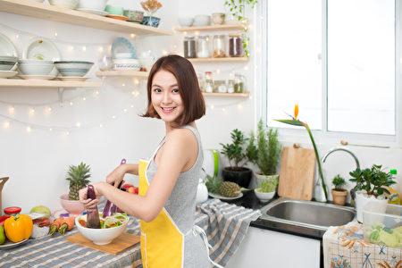 如果厨艺够好的 话,还可以请本土同学朋友来分享美食,还能交到一些不错的外籍朋友,更快融入美国社会。(fotolia)