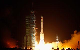 2011年9月29日在酒泉,长征2F火箭发射中共空间实验室雏形天宫一号。 ( Lintao Zhang/Getty Images)