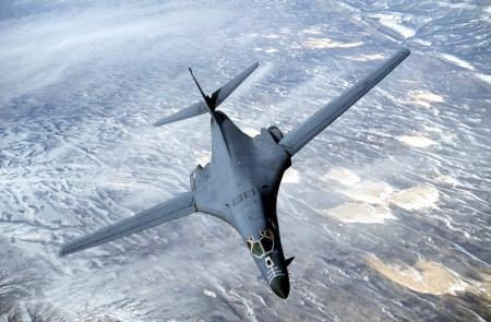 美国于2016年9月21日由日本关岛派遣2架B-1B远程核武轰炸机飞抵韩国基地,向朝鲜展示军力及美韩的同盟关系。(Douglas C. Brunelle/Courtesy of U.S. Air Force/Getty Images)