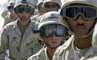圖為2003年10月美軍101空降師在伊拉克奎亞拉空軍基地服役。 (AHMAD AL-RUBAYE/AFP/Getty Images)