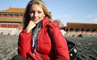 從11月1日開始,中共當局將開始把外國人分為三類:A,B,C。這是新工作許可制度的一部分。其目的是建立一個創新型經濟,鼓勵頂尖外國人才,控制中等外國人才,限制底層外國人來中國。(Getty Image)