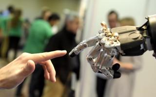 科技「搶走」人類工作 終身職業越來越少