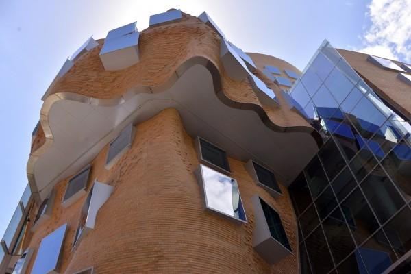 位于澳大利亚新南威尔士州悉尼科技大学的商学院大楼,也稱周澤榮博士大樓。  (SAEED KHAN/AFP/Getty Images)
