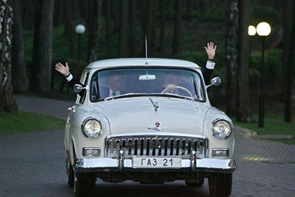 除了英女王開車載凱特 還有哪些政要當司機