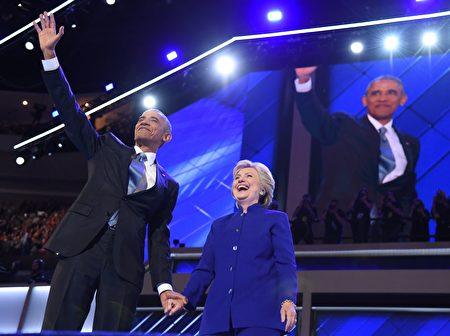 7月27日费城,美国总统奥巴马在民主党全代会上,支持希拉里成为民主党大选提名人。(ROBYN BECK/AFP/Getty Images)