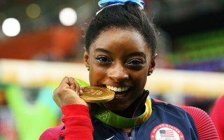 在里約奧運獲得4枚體操金牌的美國體操女王拜爾斯,個人醫療檔案也被黑客公開。( Alex Livesey/Getty Images)