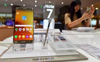 三星手机Note 7自发布以来,全球接获35起电池爆炸事故报告,最新一起是纽约布鲁克林一名6岁男孩被起火爆炸手机灼伤。  ( JUNG YEON-JE/AFP/Getty Images)