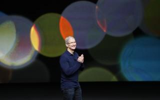 週三的蘋果新品發布會上,庫克宣布iOS 10系統將於9月13日正式推送。(Stephen Lam/Getty Images)