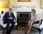 欧洲理事会主席图斯克于2016年9月8日,与英国首相梅在伦敦的首相报公视会晤。图斯克会后在官方网站呼吁,英国应尽速与欧盟展开正式的脱欧协商。(Kirsty Wigglesworth - WPA Pool /Getty Images)