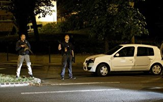 欧洲安全官员估计,大约有30 至40名曾经参与去年11月13日巴黎恐袭案的伊斯兰国(IS)恐怖分子仍然在逃。(GEOFFROY VAN DER HASSELT/AFP/Getty Images)
