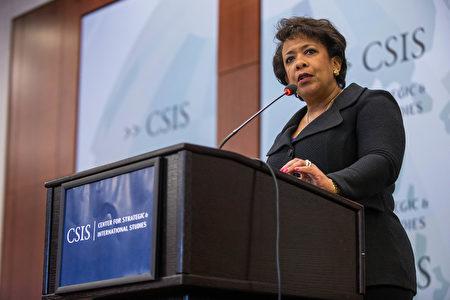 美国司法部长Loretta Lynch宣布对全球邮件诈骗进行调查。图为l Loretta Lynch。(ZACH GIBSON/AFP/Getty Images)