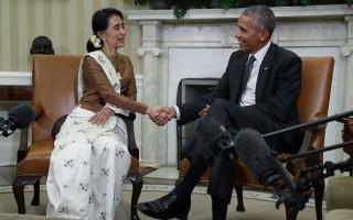 9月14日,奧巴馬在白宮與來訪的緬甸領導人昂山素季會談後,宣布即將解除對緬甸長達數十年的經濟制裁。(Alex Wong/Getty Images)
