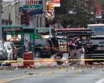 纽约爆炸事件发生后,正在竞选角逐总统的共和党总统候选人川普以及民主党候选人希拉里克林顿立即做出初步反应,表示强化安全的同时,要彻底查清事件真相。(Stephanie Keith/Getty Images)