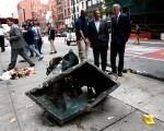纽约周六(17日)晚发生一起爆炸案,纽约州长库默和市长白思豪周日赶赴现场查看。(Justin Lane-Pool/Getty Images)