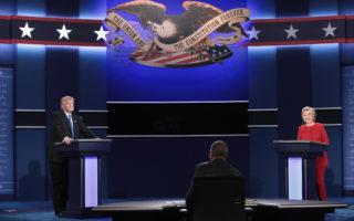 9月26日距离2016美国大选还有43天。美东晚9点,川普与希拉里首场电视辩论会在纽约约霍夫斯特拉大学登场。 (Drew Angerer/Getty Images)