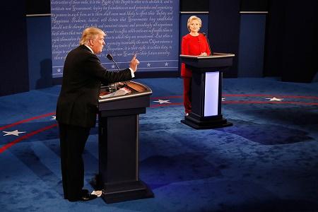 首场辩论 希拉里略占上风 盘点8个精彩交锋