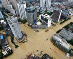 9月28日,颱風鮎魚登陸福建省,帶來狂風暴雨。(STR/AFP/Getty Images)