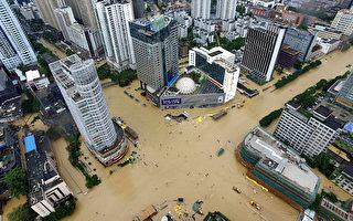 9月28日,台风鲇鱼登陆福建省,带来狂风暴雨。(STR/AFP/Getty Images)