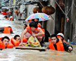 """9月28日台风""""鲇鱼""""进入中国福建省,带来狂风暴雨。 (STR/AFP/Getty Images)"""