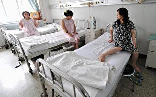 中共國家衛生計生委副主任馬曉偉本週說,今年上半年中國產婦死亡率飆升三分之一。這個大幅攀升的數字令人憂慮,但是他列舉的數據前後矛盾,引發人們質疑。 (FREDERIC J. BROWN/AFP/Getty Images)
