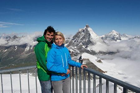 马特洪峰的游客(瑞士旅游局提供)