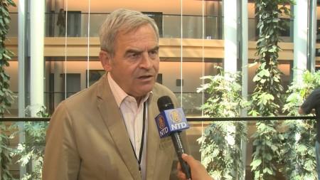 欧洲议会议员拉兹罗·托克斯(Laszlo Tokes)。(新唐人)