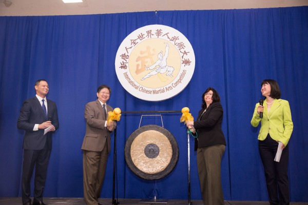 新唐人總裁唐忠代表新唐人所有員工歡迎遠道而來的世界選手,並祝大家都能正常發揮,取得好成績。(戴兵/大紀元)