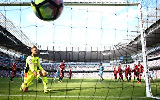 曼城主场4-0横扫伯恩茅斯,豪取新赛季五连胜,正赛八连胜,领跑英超积分榜。 (Michael Steele/Getty Images)