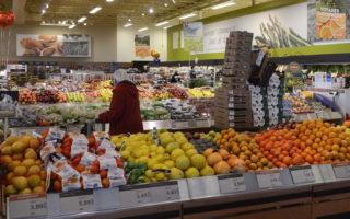 加拿大8月份食品涨价放缓,水果价格出现了2013年12月以来的首次下滑。(加通社)