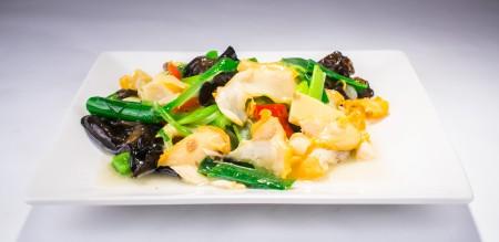 """海螺低脂高蛋白,是营养佳品。""""葱爆螺片""""是青岛著名风味菜。(Bill Xie/大纪元)"""