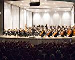 神韻交響樂團在台中中興堂晚間的演出。(陳霆/大紀元)