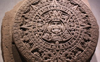 玛雅历法中隐含五行、天干地支等概念。(维基百科公有领域)