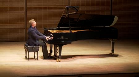 新唐人钢琴大赛弘扬传统艺术的理念,得到越来越多艺术家的支持和推崇。 (大纪元资料图)