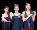 女星周秀娜、吳千語和周汶錡出席手機發布會。(宋祥龍/大紀元)