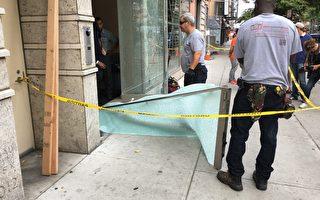 双层钢化玻璃被震碎,拆下来以后,就像一张塑料布。 (钟鸣/大纪元)