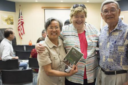 圣地亚哥史维会放映台籍慰安妇纪录片《芦苇之歌》。左一为会长罗黔辉,中为律师Bonnie Karen,右为中华历史博物馆解说员李国光。(杨婕/大纪元)