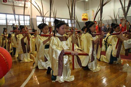 """佾舞的表演伴随着""""雅乐"""",是一种""""静""""的感觉,因为人的本质是中规中矩的。这是中国古代宫廷乐舞,也是用于天地、宗庙、社稷等重要祭奠。"""