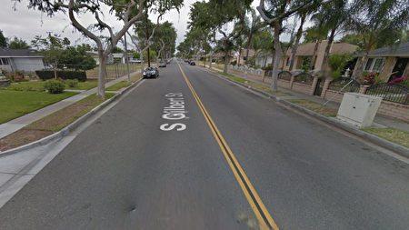 图为福乐顿多重谋杀案事发现场(400 block South Gilbert Street.)的谷歌街景地图。(Google Map)