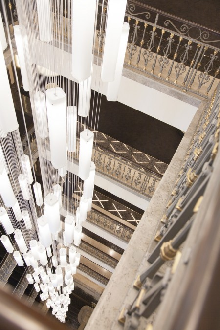 高卢埃克塞尔西奥酒店(Excelsior Hotel Gallia)大厅的吊灯。(高卢埃克塞尔西奥酒店提供)