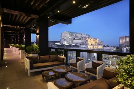 高卢埃克塞尔西奥酒店(Excelsior Hotel Gallia)屋顶调酒师酒吧和特色餐厅Terrazza Gallia。(高卢埃克塞尔西奥酒店提供)