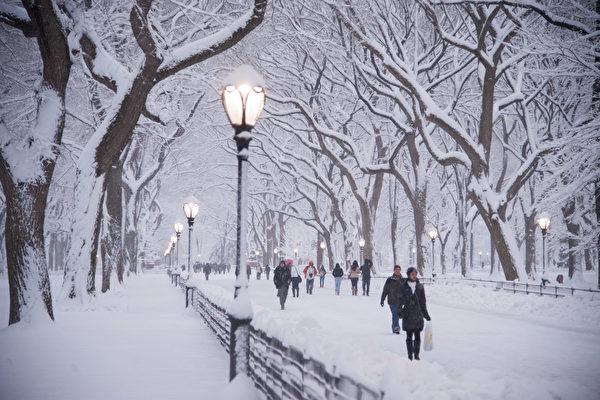 紐約中央公園燈柱暗藏玄機 可指引方向