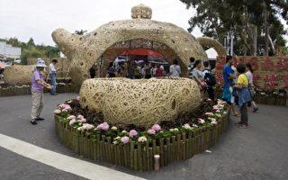 南投世界茶业博览会 竹编茶壶迎宾门引注目